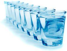 8 Стаканов воды в день: зачем и как их выпивать?
