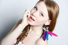 Серьги с перьями: с чем носить